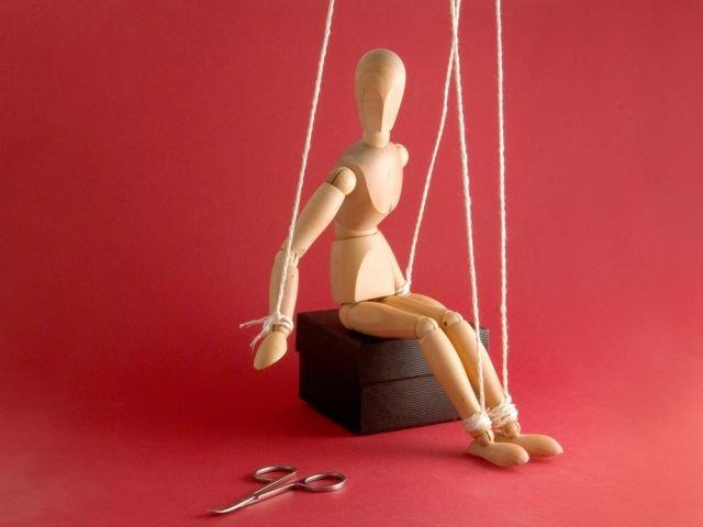 Manipulacja - czy jesteś jej ofiarą? Jak ją rozpoznać i jej nie ulegać?