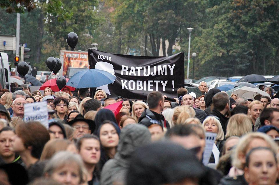 Zdjęcie numer 80 w galerii - Czarny protest w Zielonej Górze: