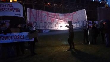 Jasna Góra, 13 stycznia 2018 r. Ogólnopolska pielgrzymka kibiców. Podpalenie transparentu Obywateli RP