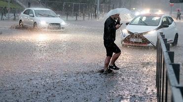 Intensywny deszcz (zdjęcie ilustracyjne)