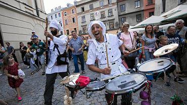 Lublin. Koncert uliczny podczas Carnavalu Sztukmistrzów
