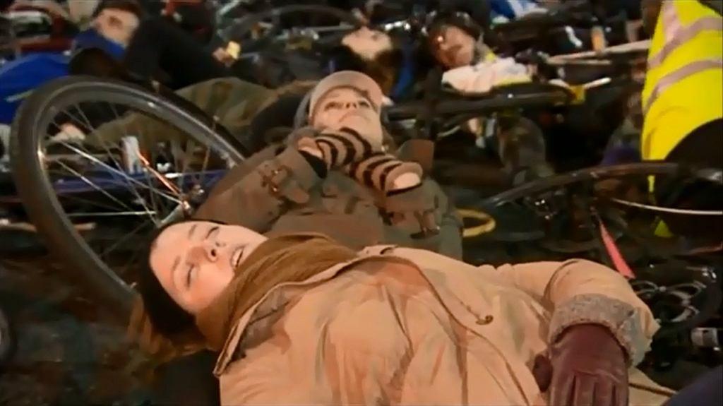 Londyńscy rowerzyści udawali martwych by zaprotestować przeciwko niebezpiecznym ulicom w mieście.