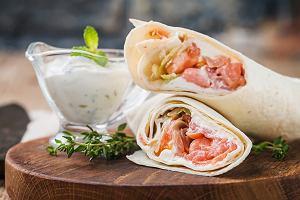 Tortilla - przepis idealny na śniadanie, obiad i kolację. Roladki z tortilli będą hitem na stole