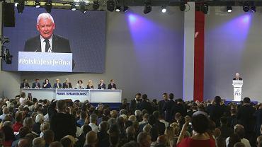 Jarosław Kaczyński przemawia na kongresie PiS w Przysusze na Mazowszu