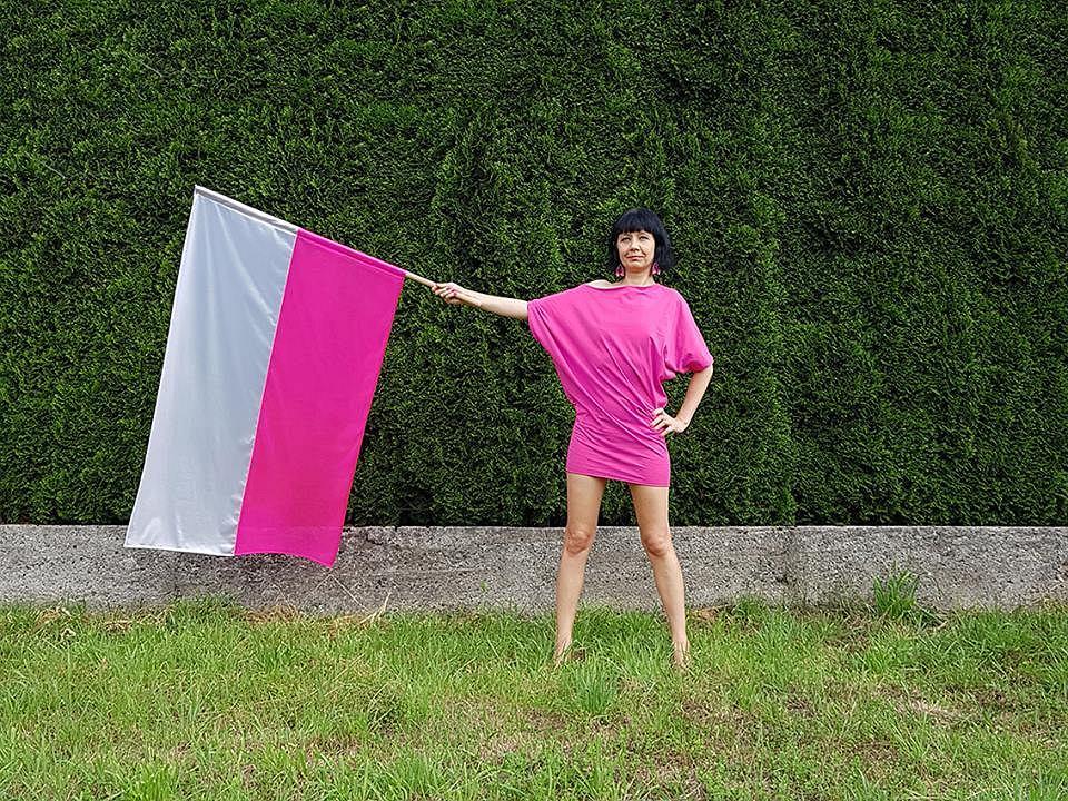 Iwona Demko ze swoją flagą / Marsz 100 Flag