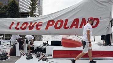 Polska Fundacja Narodowa wyrzuca miliony złotych w błoto. Hojne wypłaty dla amerykańskiej firmy