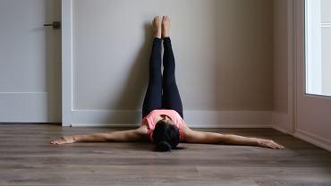 Ćwiczenia w domu przy ścianie