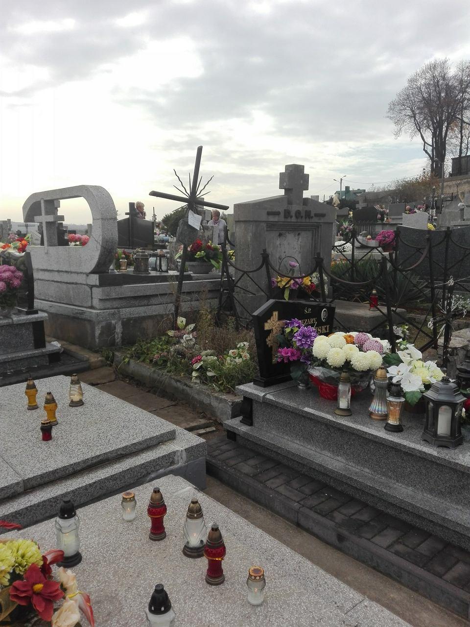 Szewna, grób Mieczysława Mittelstaedta na cmentarzu parafialnym