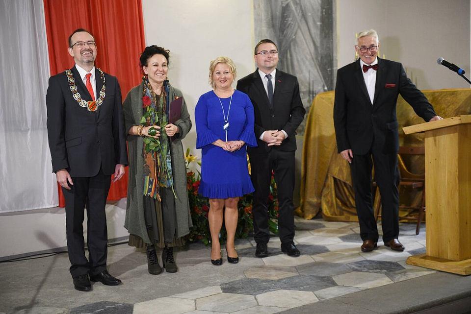 Olga Tokarczuk uhonorowana w Kłodzku mimo protestów PiS
