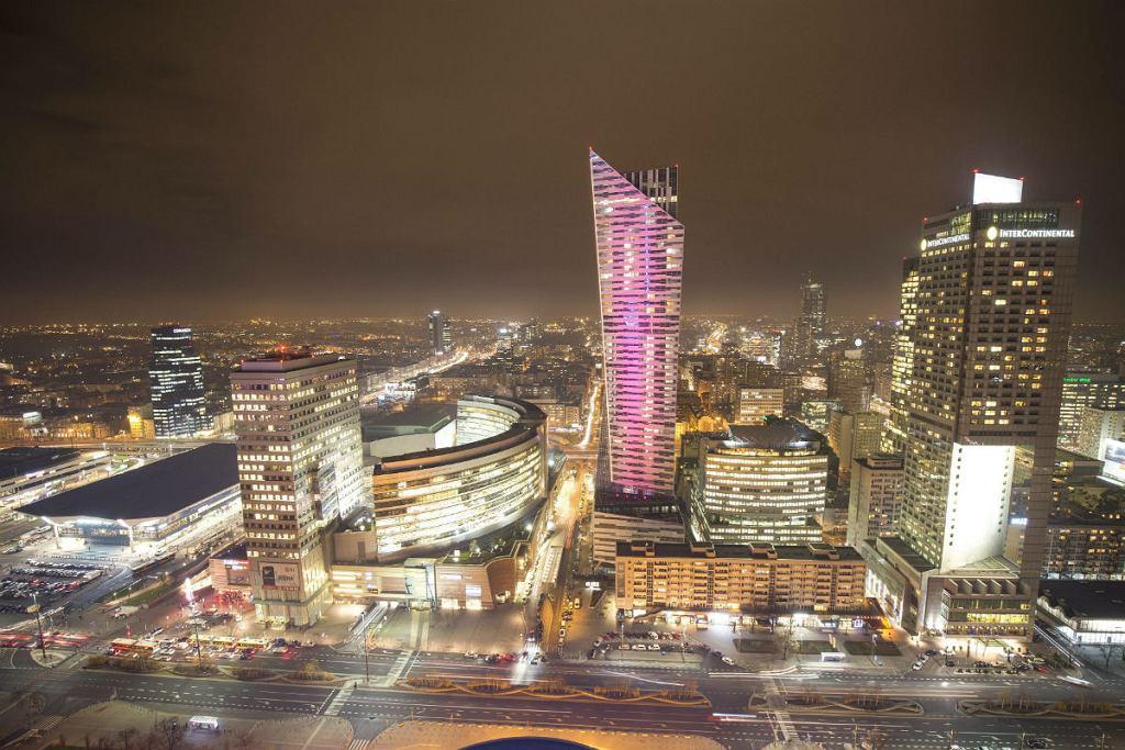 Panorama centrum Warszawy, widok z PKIN na ul. Emilli Plater, apartamentowiec Złota 44, Złote Tarasy, Dworzec Centralny.