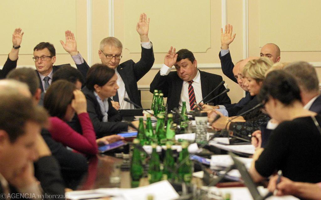 Rok 2015. Posiedzenie komisji ustawodawczej