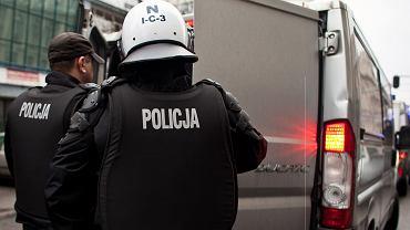 Dwaj policjanci z Gdańskiej komendy zatrzymani. 'Nieetyczne i nielicujące z etosem służby zachowanie'