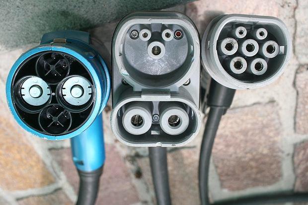 Ładowanie samochodów elektrycznych - CHAdeMO, CCS Combo 2, Type 2