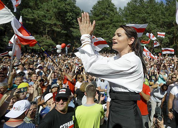 Swiatłana Cichanouska, kandydatka na prezydenta Białorusi, spotyka się z mieszkańcami Brześcia, 2 sierpnia 2020 r.