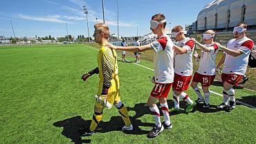 Oldboje Lecha Poznań trenują z piłkarzami reprezentacji Polski niewidomych