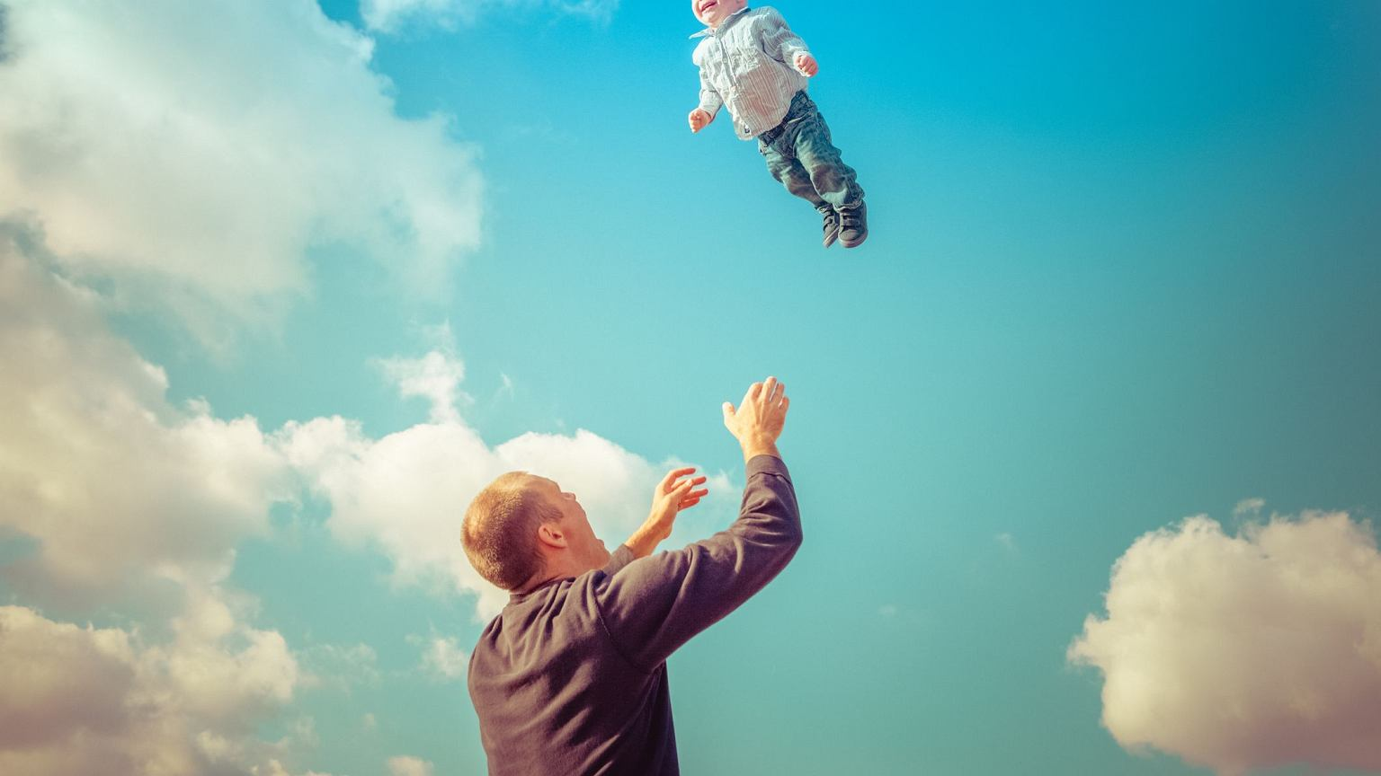 Картинки надежда на лучшее подбрасывать ребенка