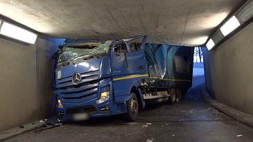 Saltzgitter. Polski kierowca tira zakleszczył się pod wiaduktem