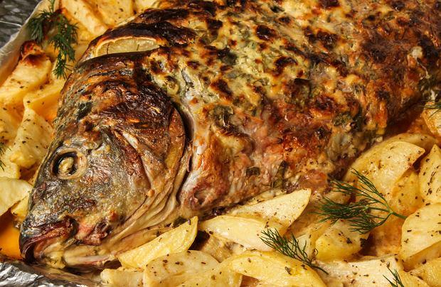 Karp pieczony - przepis na rybę na święta w lżejszej wersji