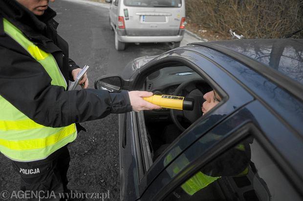 Czego nie jeśći nie pić przed prowadzeniem samochodu?