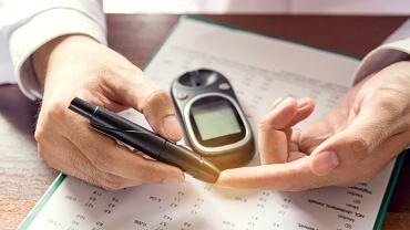 Podwyższony cukier w organizmie to stan, wynikający najczęściej z nieprawidłowej diety oraz zbyt małej aktywności fizycznej