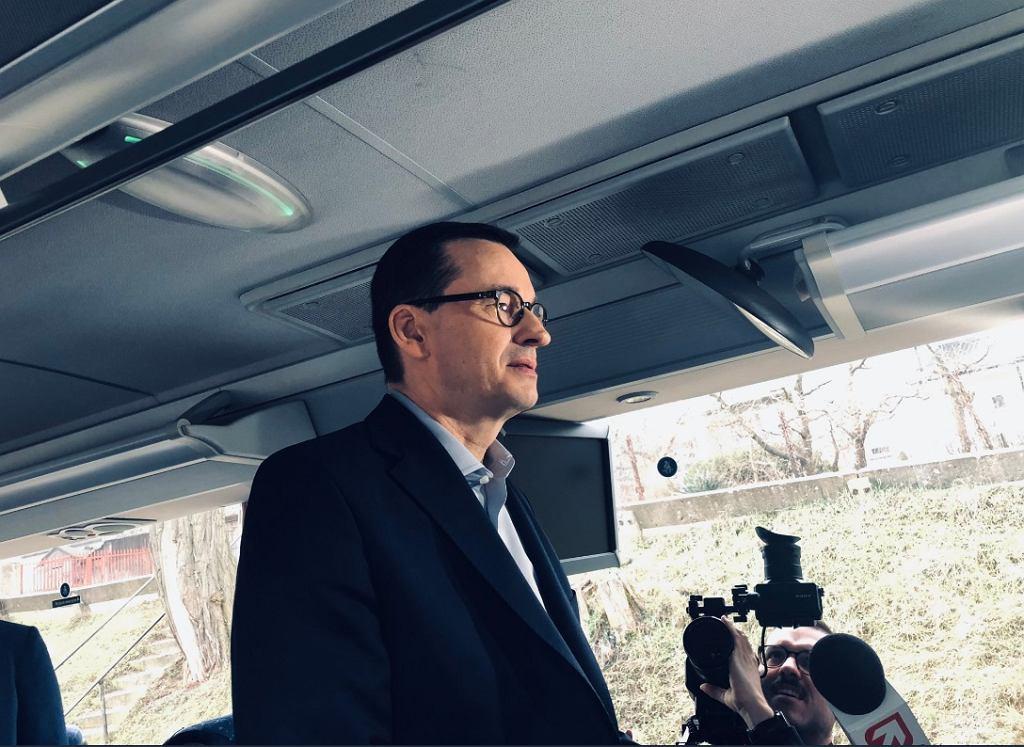 Mateusz Morawiecki podczas rozmowy z dziennikarzami