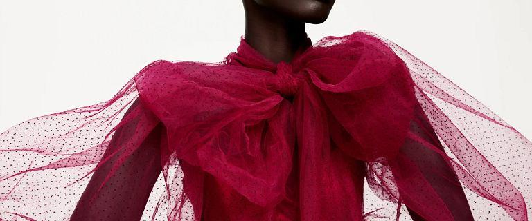 Sukienki Zara na święta i sylwestra. Ta aksamitna, błyszcząca mini jest piękna, a model z czerwoną kokardą to hit!