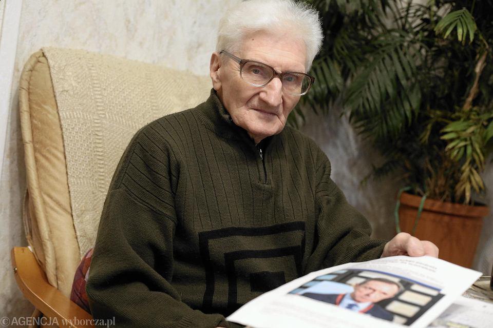 30-letni mężczyzna z 90 lat
