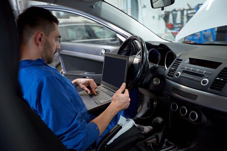 Po trzech miesiącach przerwy Sejm wraca do projektu przepisów o karaniu więzieniem za fałszowanie liczników przebiegu aut.