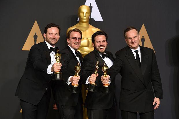 Robert Legato, Adam Valdez, Andrew R. Jones i Dan Lemmon ze statuetką za efekty specjalne w 'Księdze Dżungli'