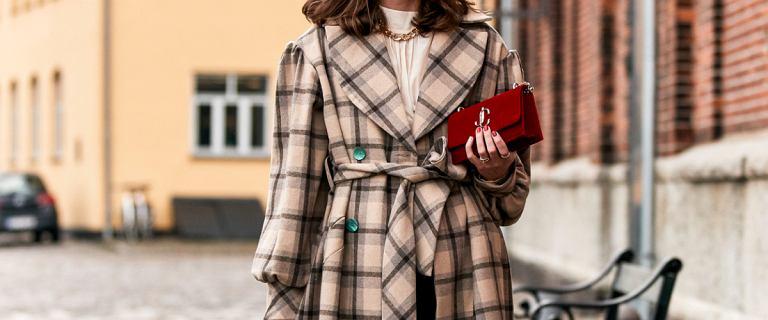 Stylowe i ciepłe płaszcze z Reserved już za 79,99 zł! Model z wiązaniem pięknie podkreśli talię