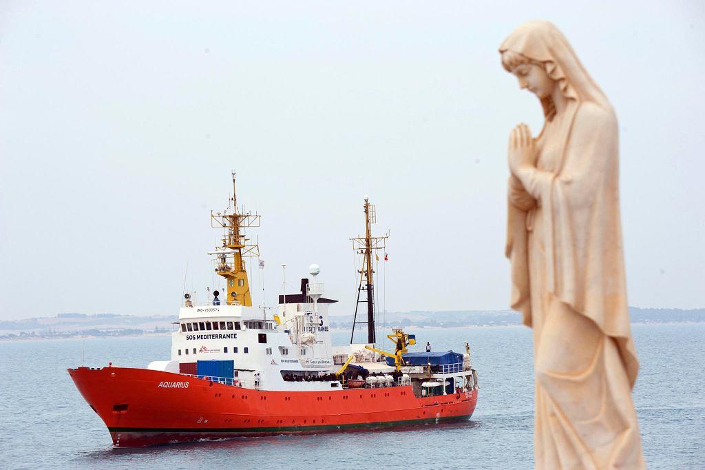 Statek 'Aquarius' organizacji pomocowej SOS Mediterranee u wybrzeży Włoch, 1 czerwca 2018