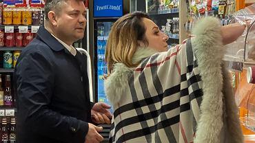 Zenek Martyniuk z żoną po premierze wybrał się do spożywczaka. Danuta miała ze sobą luksusową torebkę za 9 tysięcy złotych