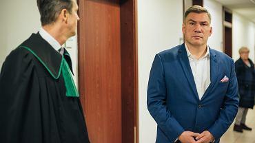 Dariusz Michalczewski w sądzie w Gdańsku. Zdjęcia z 24 października 2017, kiedy ruszyła sprawa o naruszenie nietykalności cielesnej jego żony