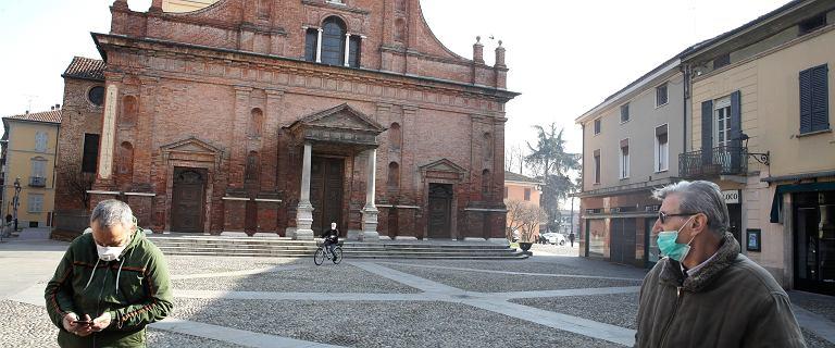 """Koronawirus we Włoszech: kościoły bez wody święconej. Znak pokoju """"na odległość"""""""
