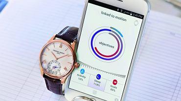 Frédérique Constant Horological Smart-watch - FC jest jedną z pierwszych marek, która natychmiast zareagowała na pojawienie się na rynku smartwatcha, prezentując jego bardziej klasyczną wersję. Horological Smartwatch z wyglądu nie różni się od tradycyjnego zegarka, ale potrafi dużo więcej, na przykład liczy kroki (także w czasie biegu), spalone kalorie i pokazuje, ile godzin głębokiego snu ma za sobą jego właściciel. Poza tym jest kompatybilny ze smartfonami Apple'a i systemem Android. CENA: 4799 z