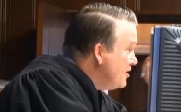 Sędzia McBain nie zniósł irytującego zachowania oskarżonej