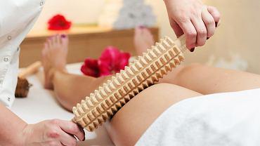 W walce z cellulitem pomocne są masaże - zarówno te wykonywane przez profesjonalistów, jak i te, które zrobimy sami