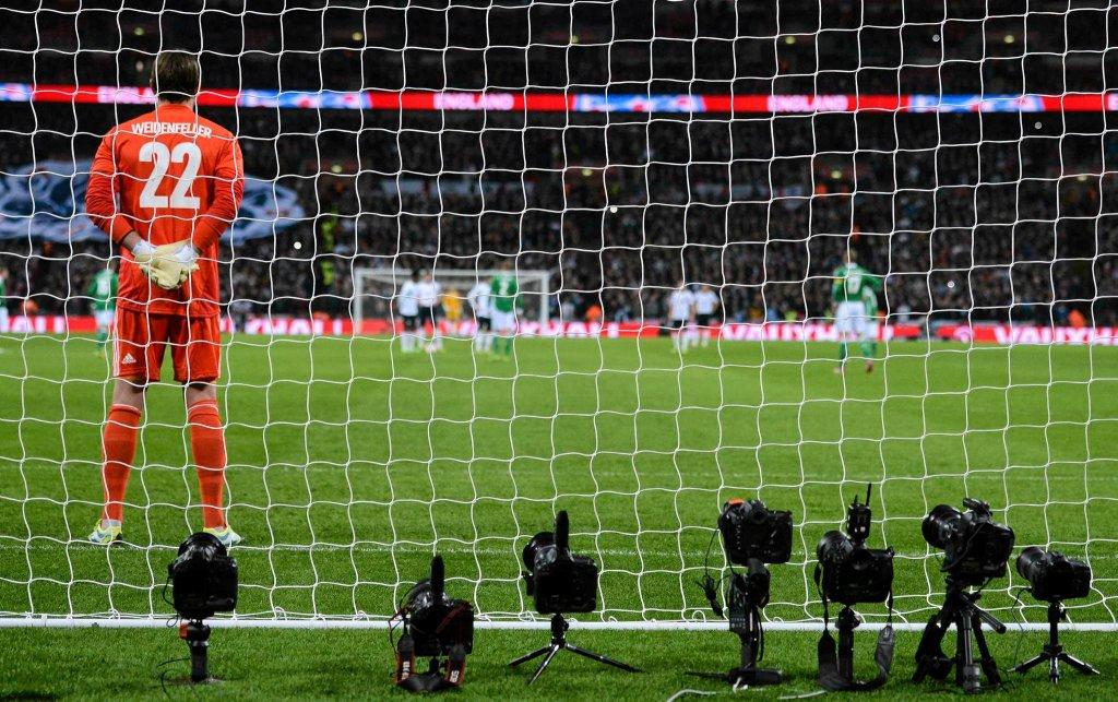 Roman Weidenfeller nudzi się podczas meczu Anglia - Niemcy