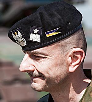 mój pierwszy raz, Mój pierwszy raz: misja Rosomak, gen. bryg. Rajmund  T. Andrzejczak, dowódca  17. Wielkopolskiej Brygady Zmechanizowanej