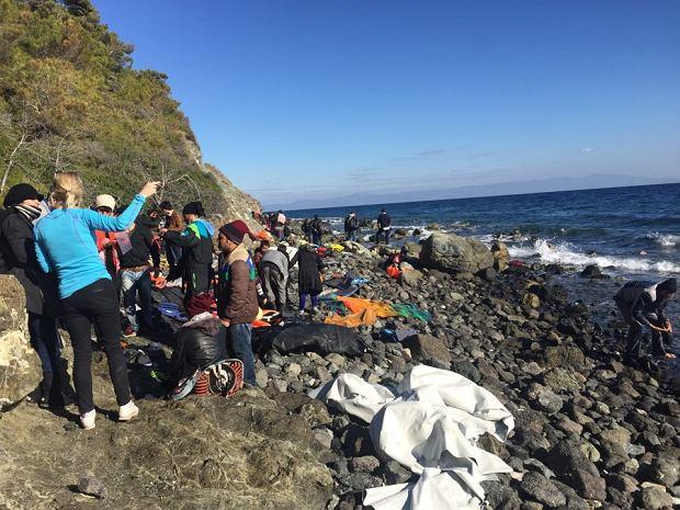 Uchodźcy po przybyciu na Lesbos