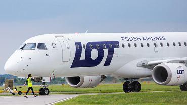 Samolot LOT-u na lotnisku w Bydgoszczy