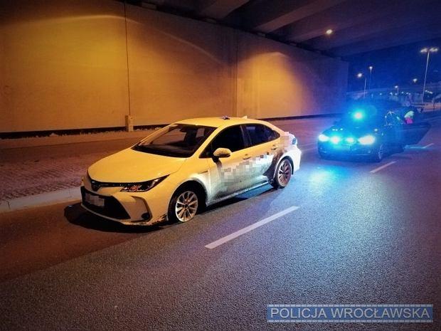 Pijany kierowca jechał Toyotą bez opony, Wrocław
