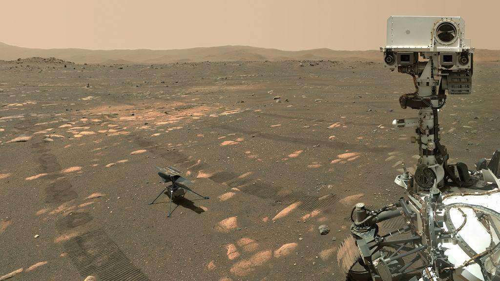 Dron Ingenuity wraz łazikiem Perseverance na Marsie