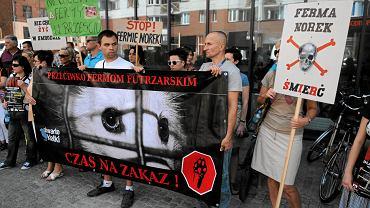 10.07.2013, Wrocław. Protest przeciwko powstaniu fermy norek w Żórawinie