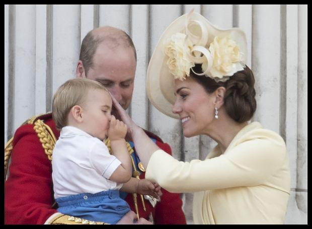 Książę Louis ssie kciuk. Księżna Kate interweniuje