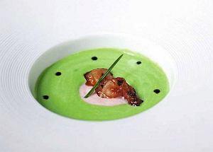 Zupa krem z zielonego groszku z krewetkami