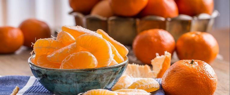 Jecie mandarynki w ten sposób? Możecie sobie bardzo zaszkodzić. Eksperci wyjaśniają dlaczego