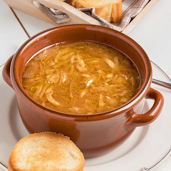Zupa z młodej cebuli zbrandy