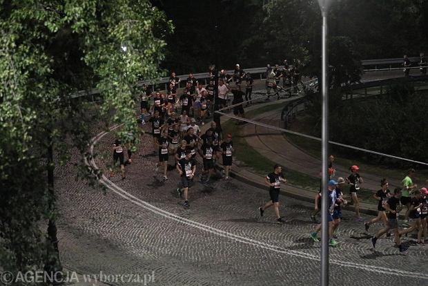 Zdjęcie numer 38 w galerii - Rekord frekwencji na Biegu Powstania Warszawskiego. Prawie 11,5 tysięcy biegaczy przebiegło ulicami Warszawy [ZDJĘCIA]