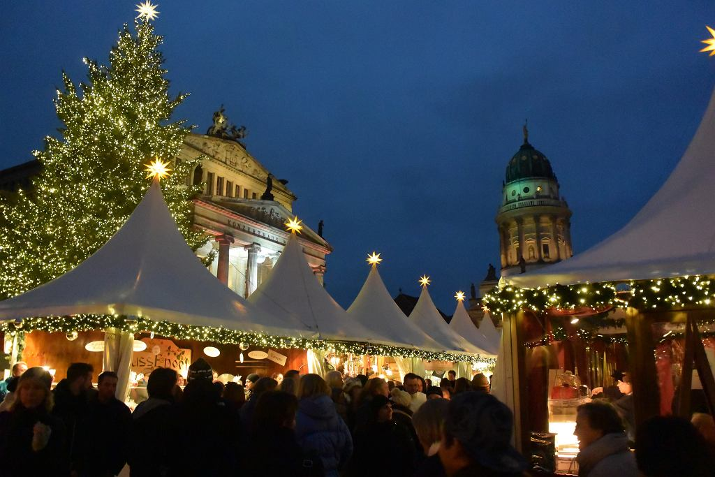 Jarmark bożonarodzeniowy na Gendarmenmarkt / Özgür Cam / flickr.com
